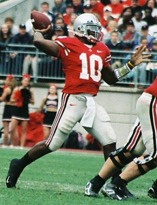 Ohio State quarterback Troy Smith passing